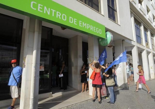 A taxa de desemprego baixou para 7,8% em Fevereiro
