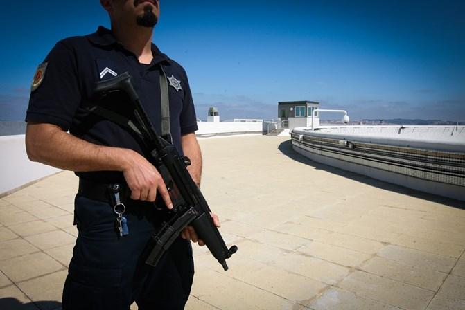 Relatório europeu alerta para tratamento desumano nas prisões portuguesas