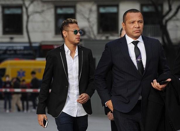 Neymar e pai recebem presidente do PSG em Mangaratiba
