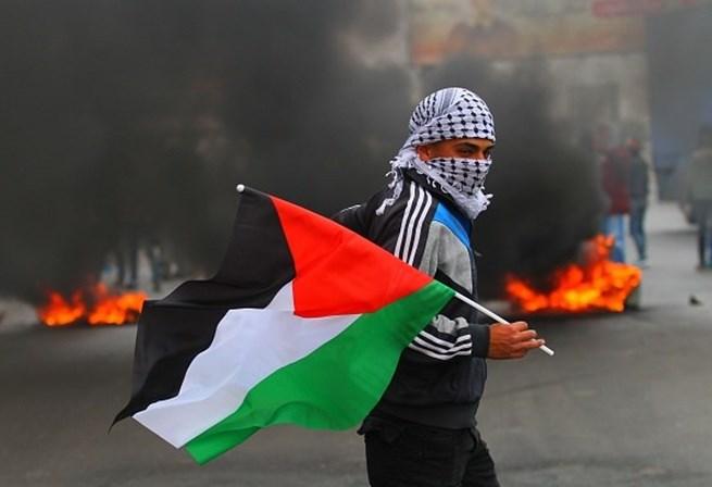 Trump estuda cancelar verba de ajuda à Palestina por recusa em negociar paz com Israel