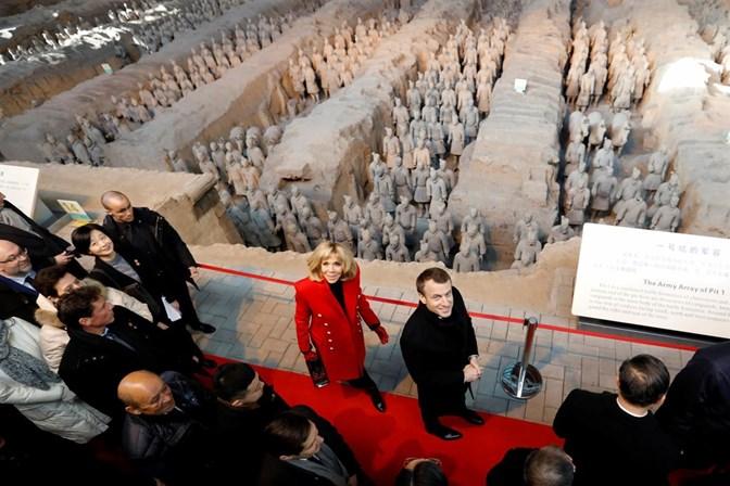 Em visita à China, Macron busca parceria para mudanças climáticas