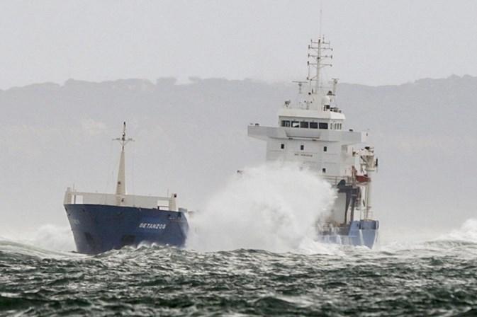 Bugio: Navio encalhado já foi arrastado cerca de 80 metros