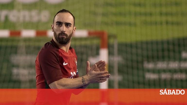 87cea07be1 Ricardinho foi eleito o melhor jogador de futsal do mundo - Desporto -  SÁBADO