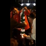 Adeptos do Benfica queimaram camisola do Sporting durante os festejos do título